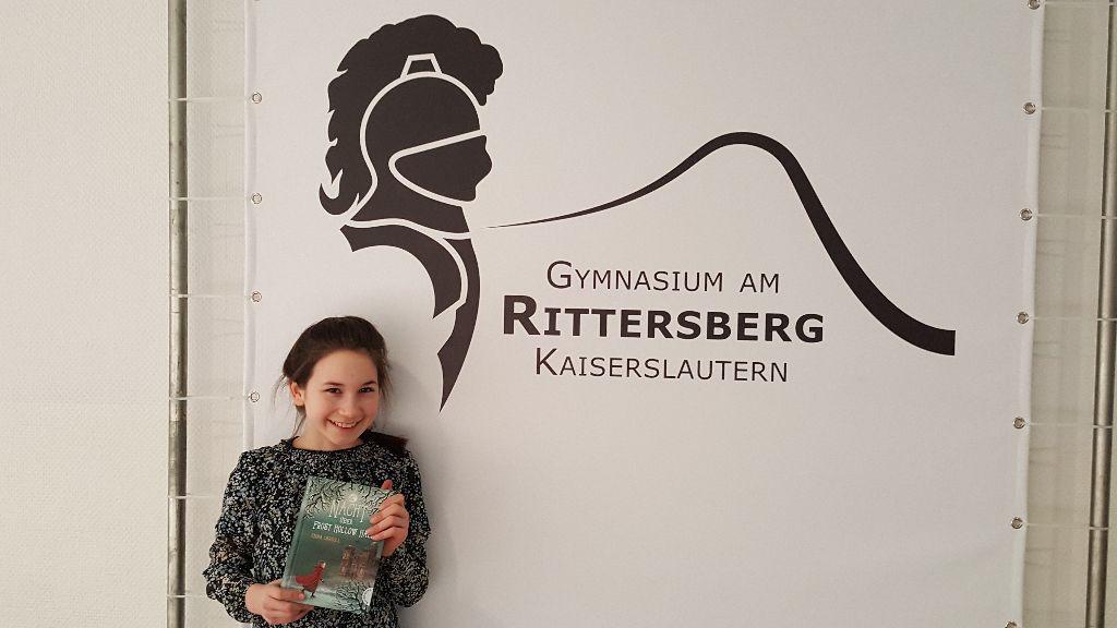 Annika Mages (6c) siegt beim Regionalwettbewerb des Vorlesewettbewerbs