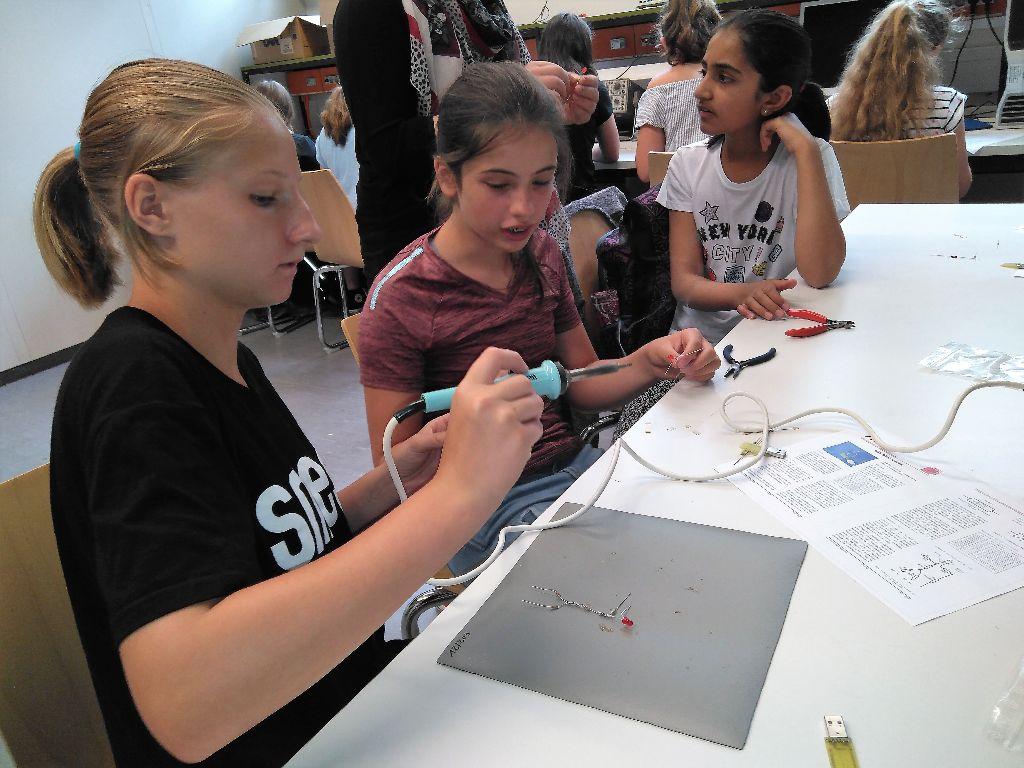 Exkursion der MINT-Kinder (Klasse 6) zum Schülerlabor des Fachbereichs Elektrotechnik der TU Kaiserslautern
