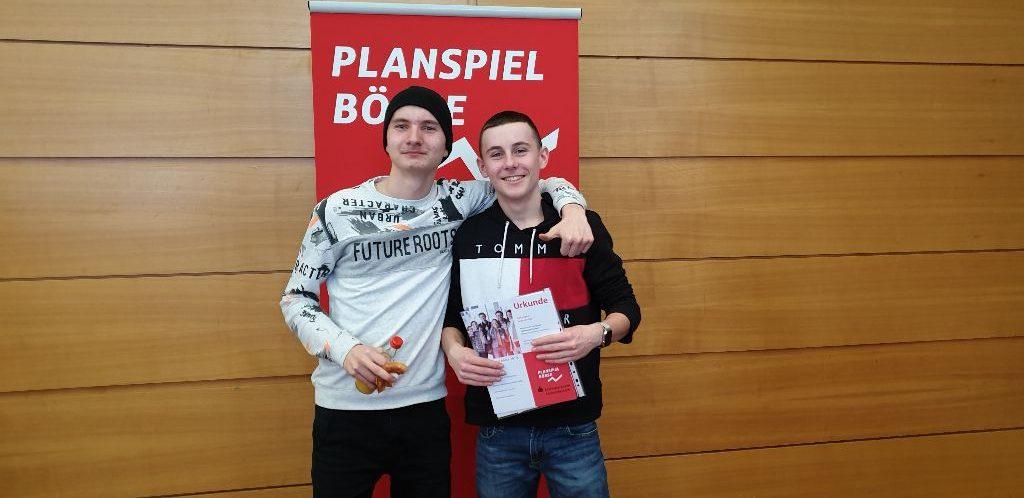 Zwei  Siegergruppen des Rittersberg-Gymnasiums beim Planspiel Börse 2019